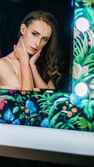 Anda Tak Akan Percaya Model Lingerie Cantik dan Seksi Ini Adalah Pria