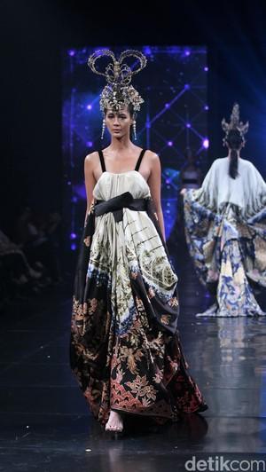 Keindahan Batik dengan Teknik Garam di Koleksi Baru Iwan Tirta