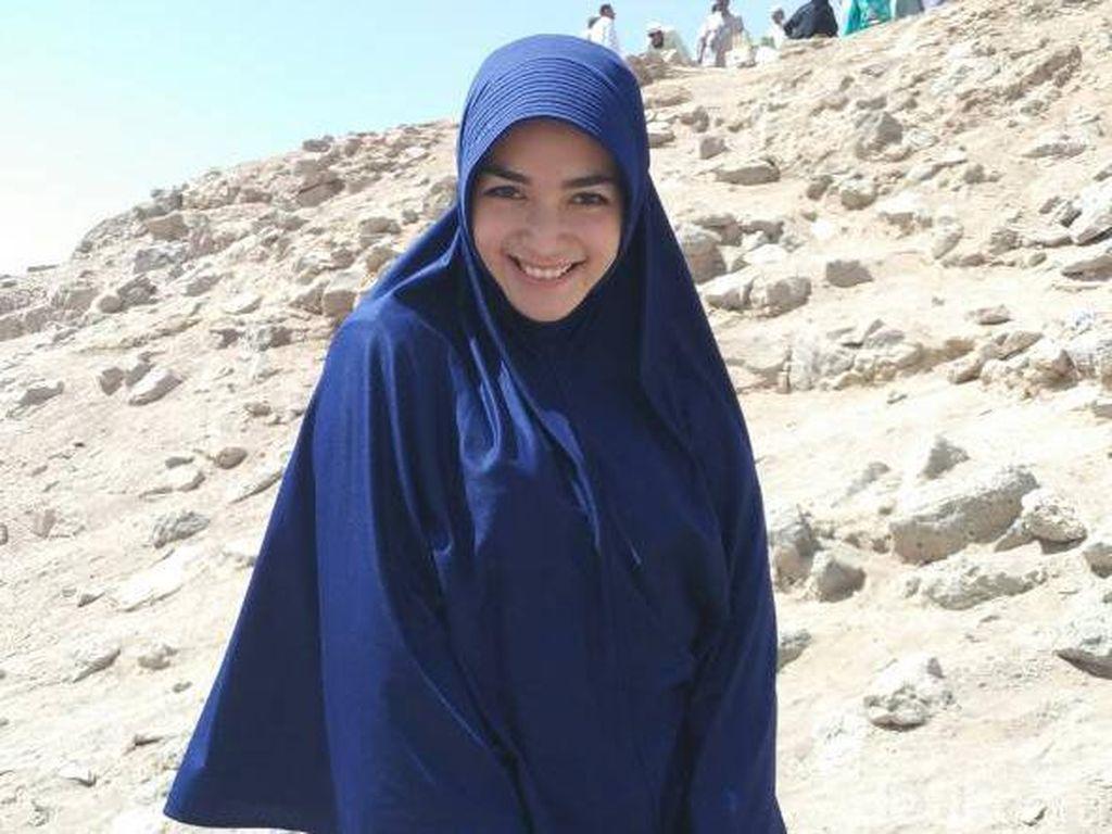 Foto: Berbaju Syari Saat Umrah, Citra Kirana Sering Dikira Gadis Arab