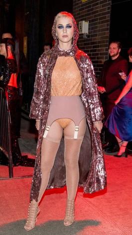 Foto: Gaya Katy Perry Pakai Underwear di Luar Baju Untuk Pesta