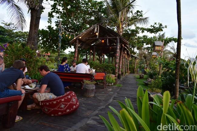 Menikmati Sajian Lezat dan Sunset di Restoran Bergaya Gipsy