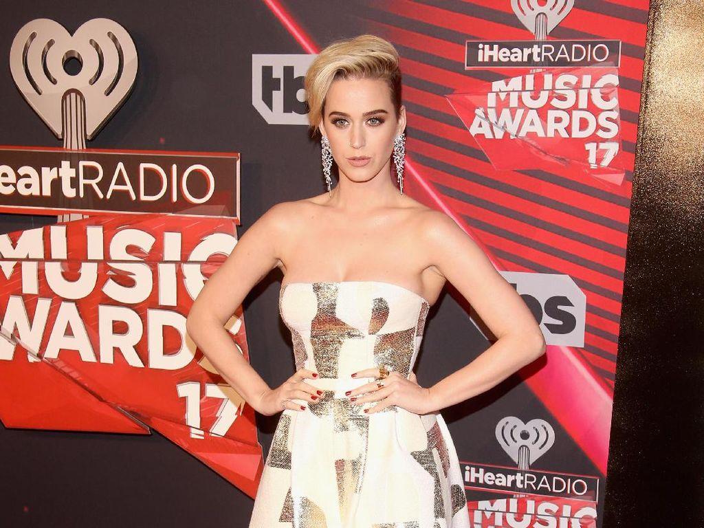 Foto: 15 Gaya Stylish Katy Perry di Red Carpet