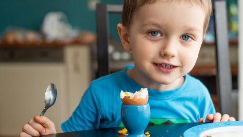 Makan Telur Sehari Sekali, Anak Bisa Tumbuh Tinggi Terhindar Stunting