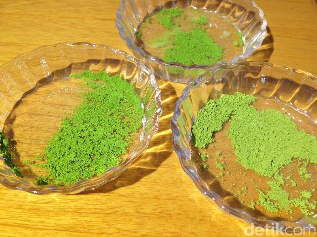 Ratna Soemantri juga menjelaskan perbedaan matcha asal Jepang. Terdapat varian untuk upacara minum teh dan masakan.