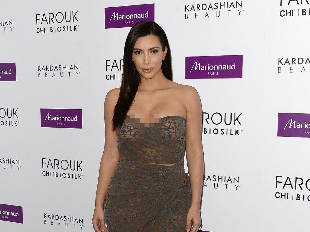 Foto: 15 Gaun Seksi Kim Kardashian Yang Mencuri Perhatian