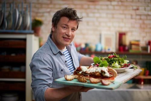 Bantu Korban Kebakaran London, Jamie Oliver Beri Makanan Gratis di Restorannya