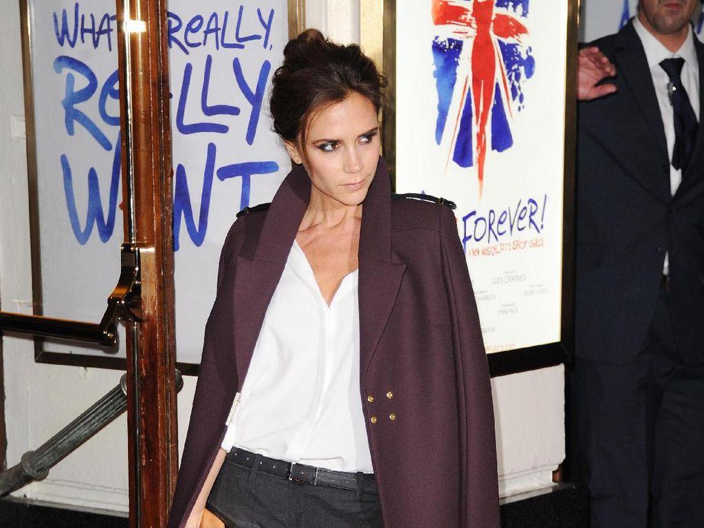Foto: 10 Inspirasi Tampil Stylish ke Kantor ala Victoria Beckham