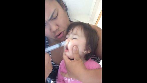 Penjelasan Dokter Soal Video Viral Batita Diberi Cuci Hidung