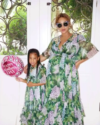 Gaya Beyonce Kembaran dengan Anak, Pakai Gaun D&G Rp 72 Juta