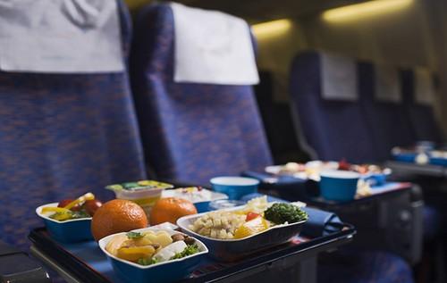 Selain Rasanya Kurang Enak, Makanan di Pesawat Juga Tinggi Kalori