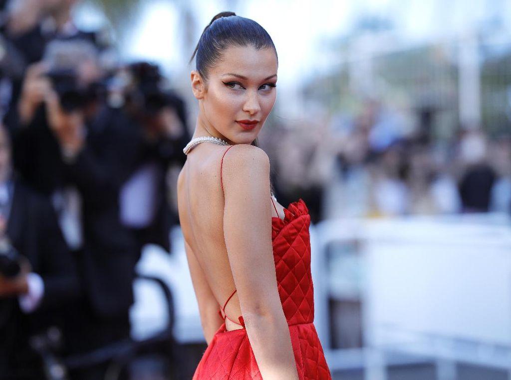 Seksi dan Anggun Bella Hadid Jadi Bintang Parfum Bulgari