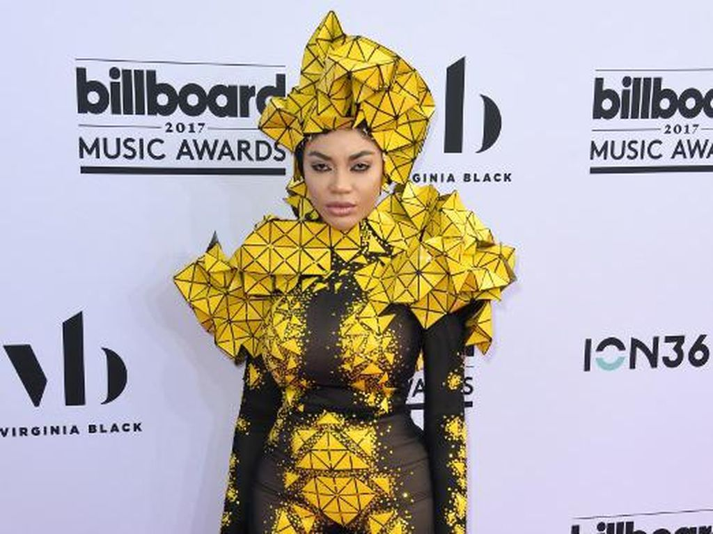 Foto: 6 Selebriti dengan Busana Terburuk di Billboard Music Awards