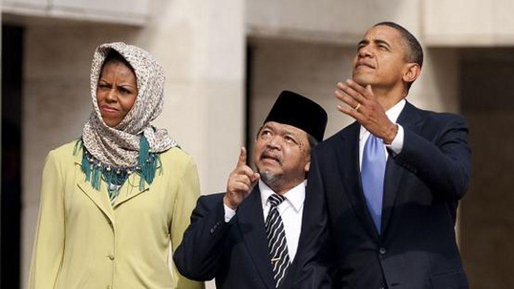 Foto: Menengok Lagi Gaya Hijab Michelle Obama di Masjid Istiqlal