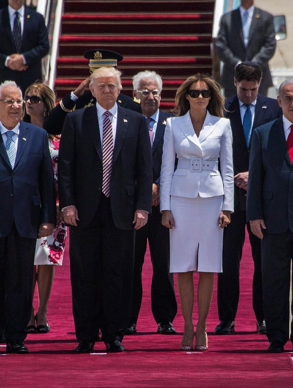 Sambangi Israel, Melania Trump Modis Berbusana Michael Kors