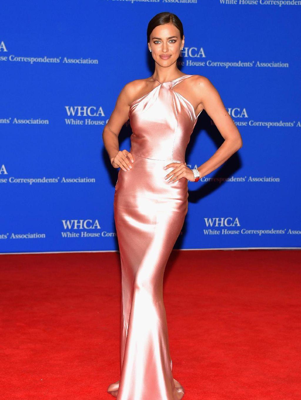 Foto: 15 Penampilan Cantik Irina Shayk di Red Carpet