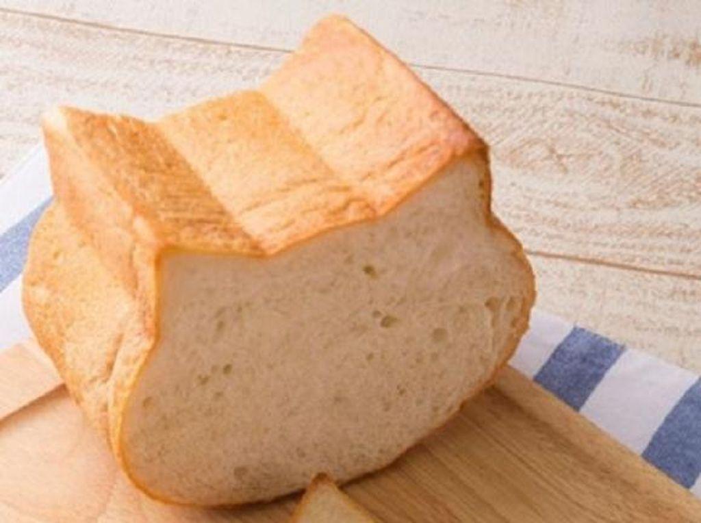 Lucunya! Roti Tawar dengan Bentuk Wajah Kucing Ini