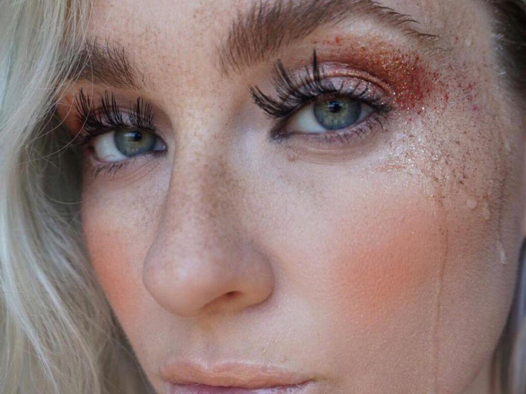 Viral, Tampil Dengan Air Mata di Wajah Jadi Tren Makeup Unik