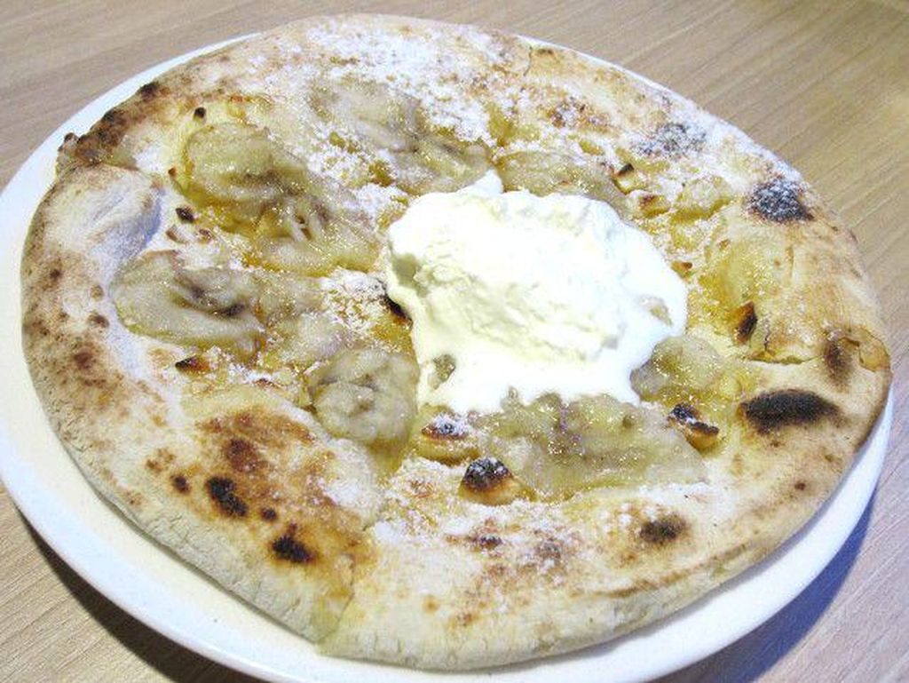 Cicip Pizza Manis dengan Topping Pisang di 4 Tempat Ini