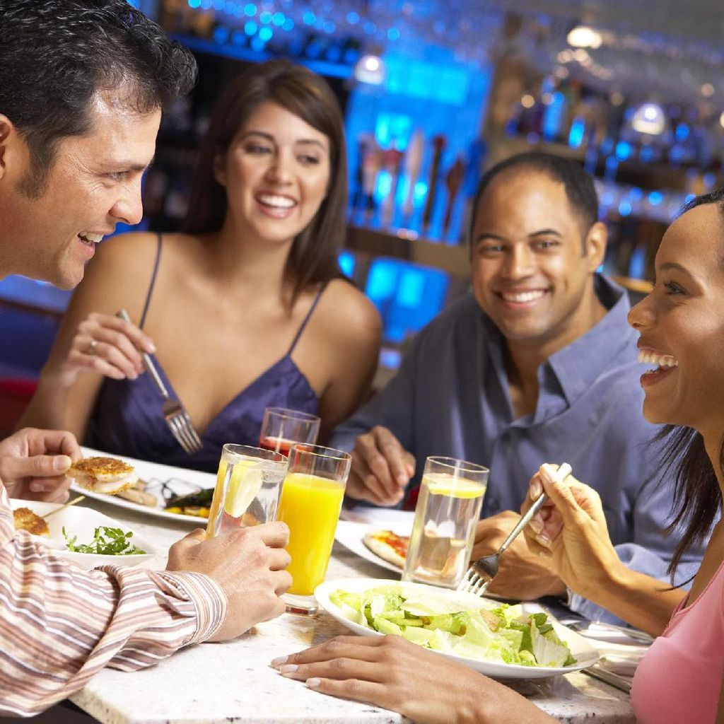 Saat Berbuka, Sebaiknya Makan Dulu atau Minum Dulu?