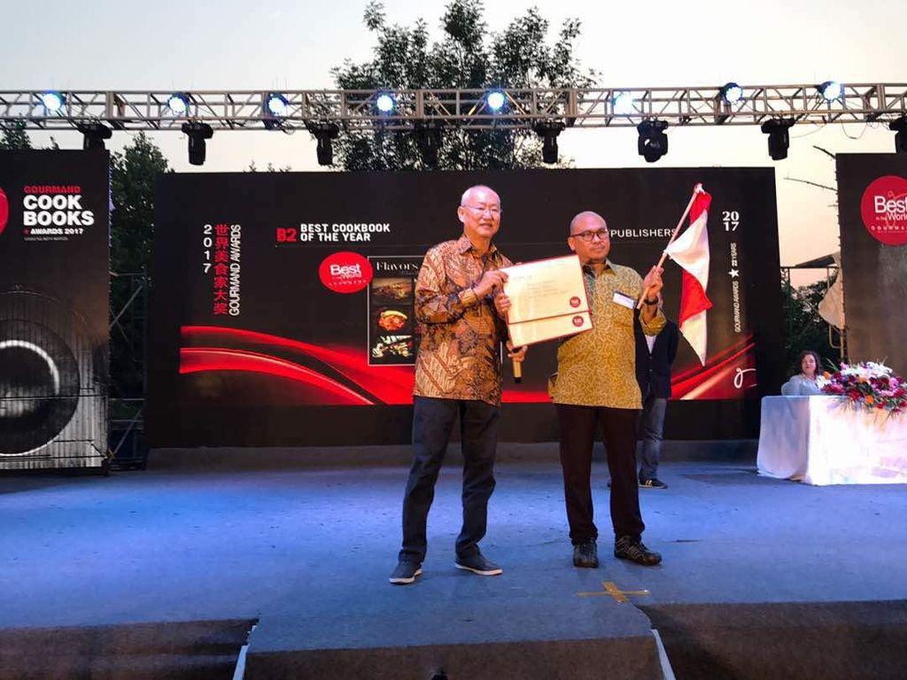 Buku Flavors of Indonesia dan Jakarta Bites Raih Penghargaan Gourmand World Cookbook Awards