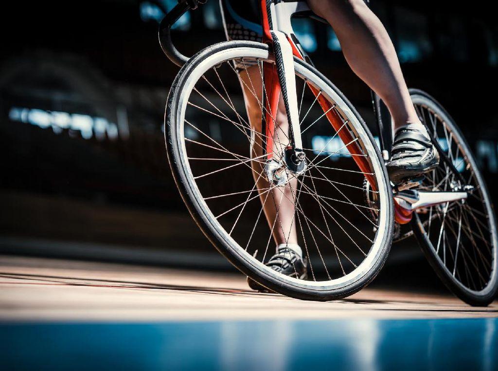 Ayah Bersepeda 2250 KM Demi Mendengar Denyut Jantung Mendiang Putrinya