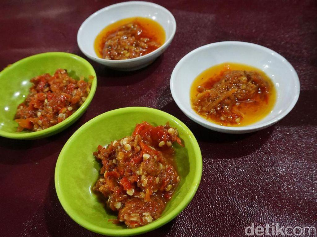 Dua jenis sambal gobyos enak disantap dengan nasi dan lauk. Sambal gobyos merupakan sambal mentah dengan paduan terasi dan rawit pedas sedangkan sambal matangnya punya citarasa yang tidak terlalu pedas.