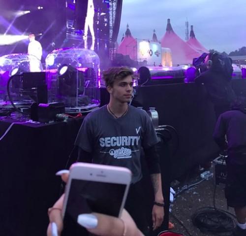 Security Tampan di Konser Justin Bieber Ini Bikin Netizen Tergila-gila