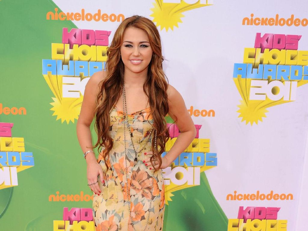 Foto: 10 Inspirasi Gaya Stylish dan Fashionable Miley Cyrus