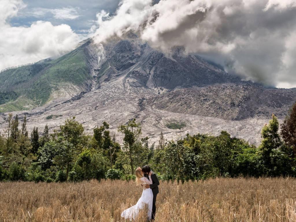 Menakjubkan! Pasangan Ini Foto Prewedding Romantis di 15 Negara