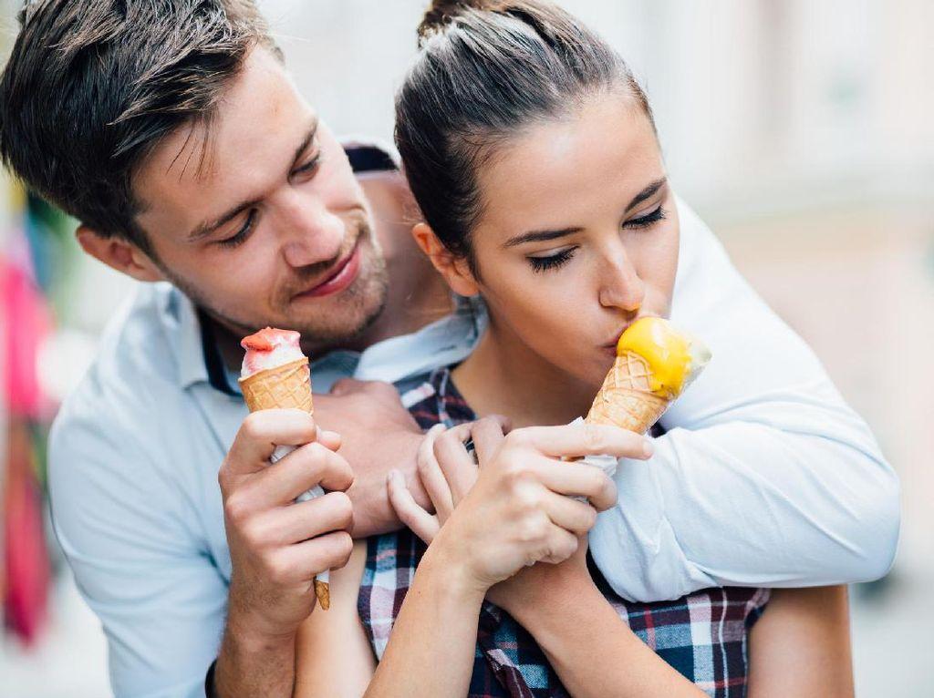 Menebak Gaya Bercinta Pasangan Berdasarkan 7 Rasa Es Krim Favorit