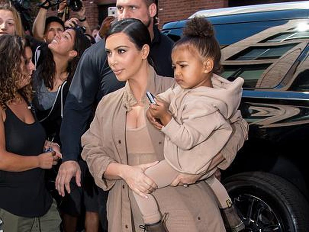 Sebelum Dirampok di Paris, Kim Kardashian Dapat Jimat dari Anaknya