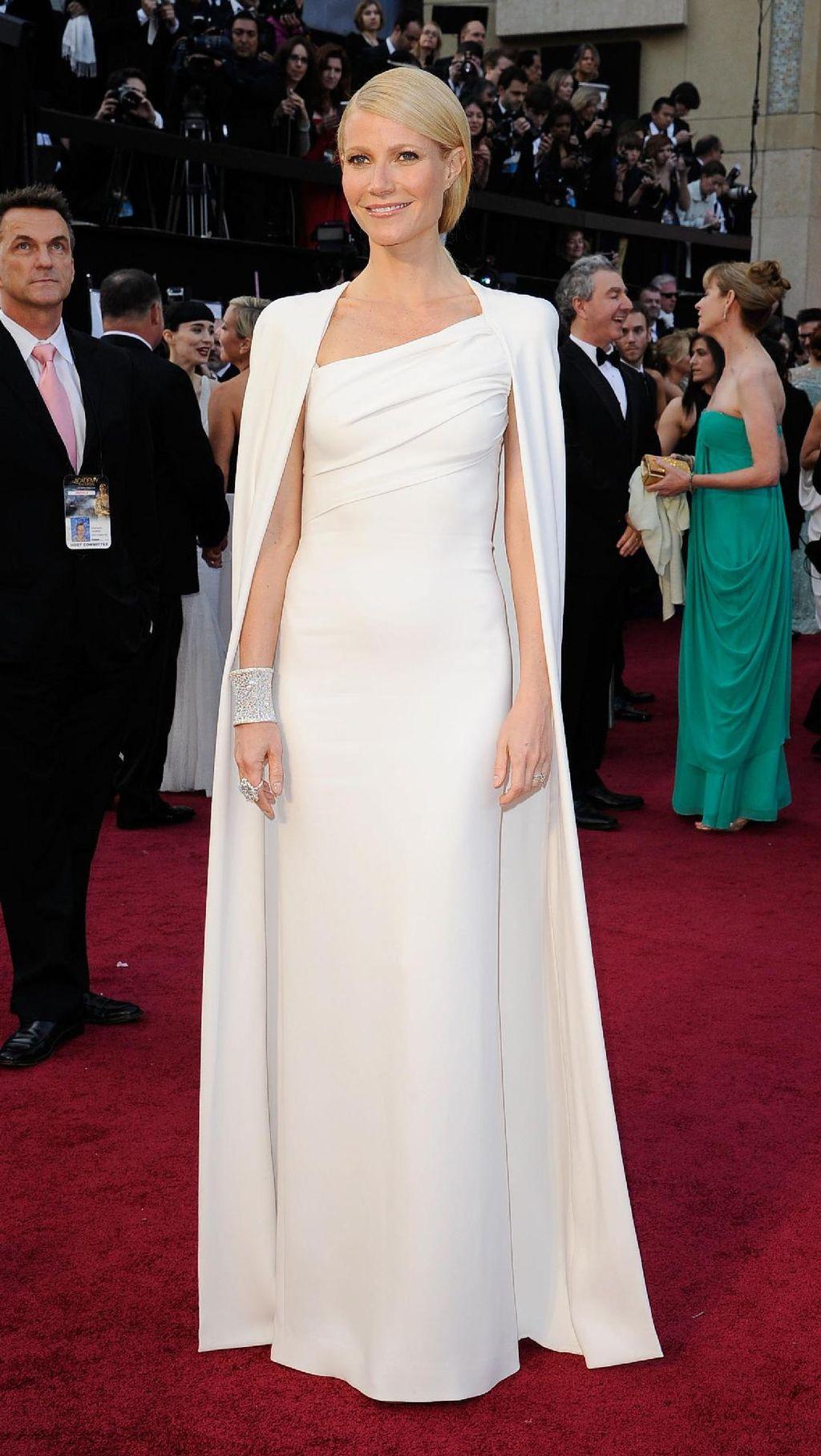 Foto: Pesona Gwyneth Paltrow Dalam Balutan Gaun Malam