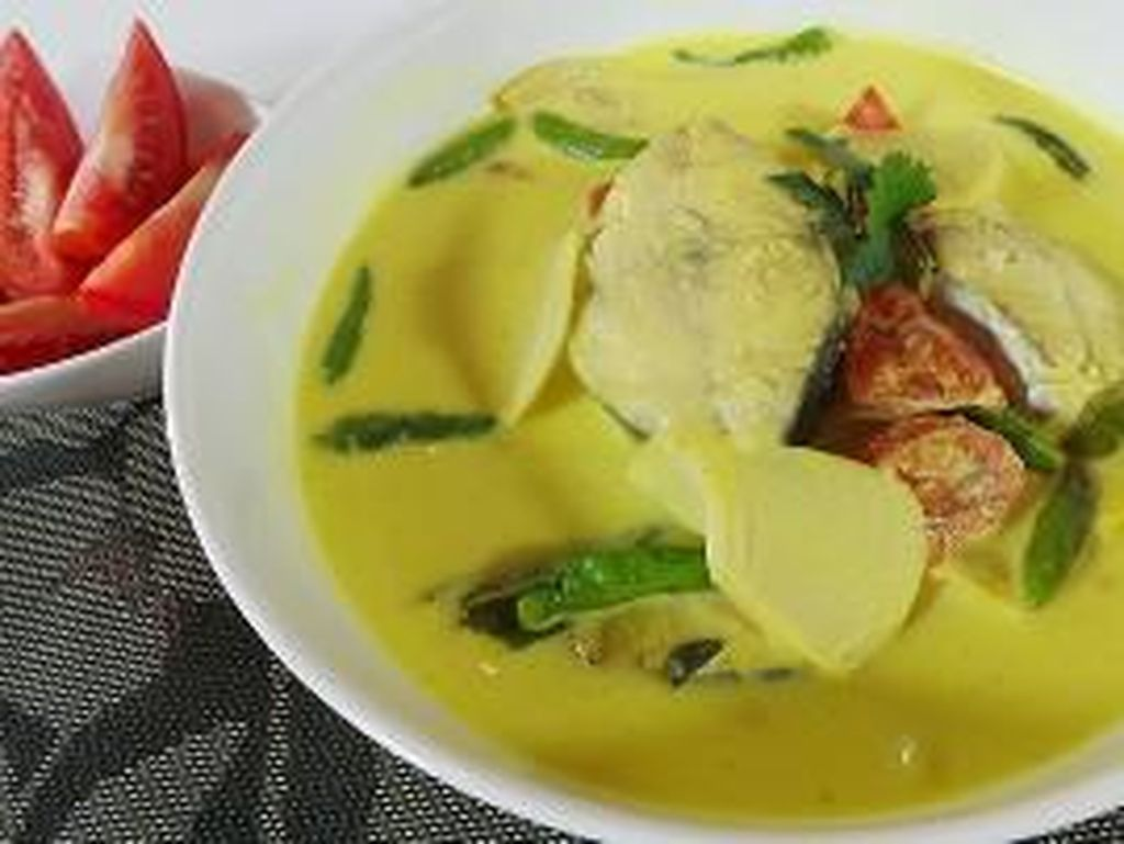 Selain Daging, Ikan Juga Enak Diolah Jadi Gulai dan Sambal Lauk Ketupat