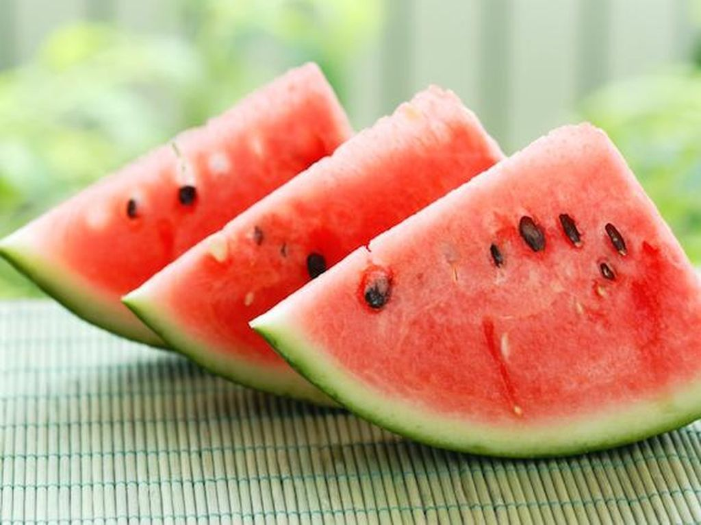 Uniknya What-A-Melon, Es Krim Semangka yang Disajikan di Tengah Semangka Segar