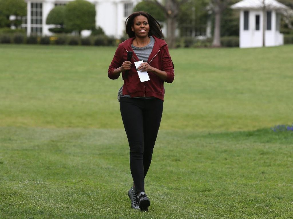 Foto: Intip Gaya Seru Michelle Obama Pakai Sneakers