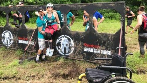 Di Atas Kursi Roda, Wanita Ini Selesaikan Spartan Race