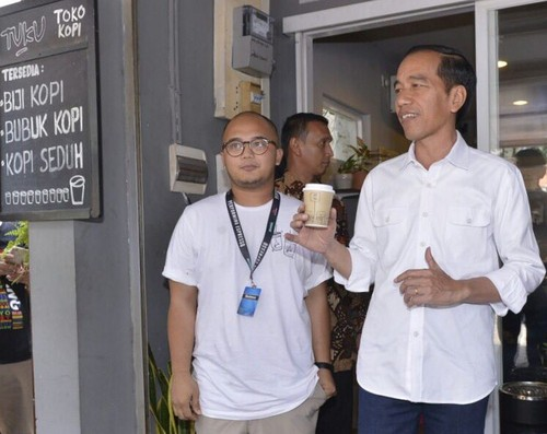 Mampir ke Kopi Tuku, Presiden Jokowi Ngopi Kopi Susu Tetangga