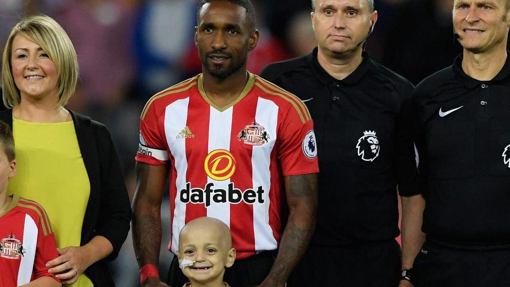 Momen Kebersamaan Jermain Defoe dengan Fans Cilik Pengidap Neuroblastoma