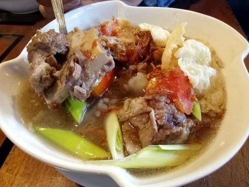Rumah Makan Jati: Mantap Sedap! Jengkol Terasi dan Sup Iga di Rumah Joglo