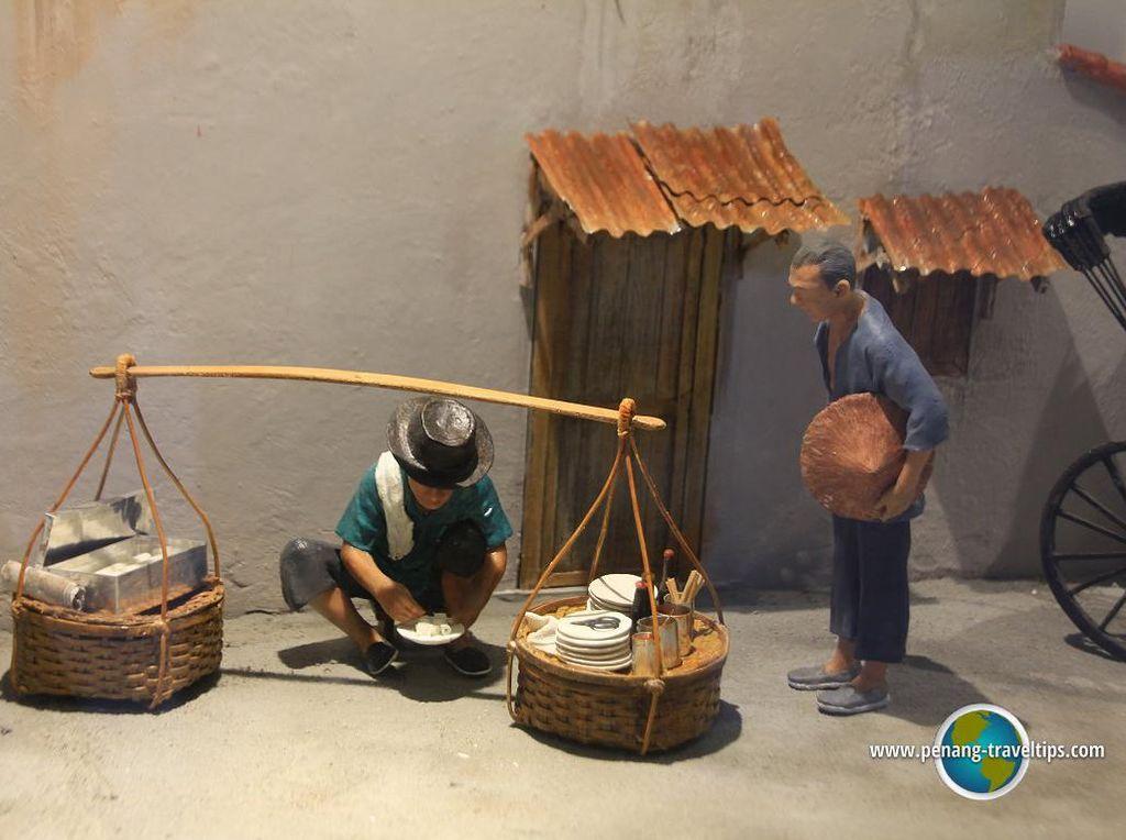 Replika mini ini terlihat seperti pedagang pikulan di Indonesia ya? (Foto: Istimewa)