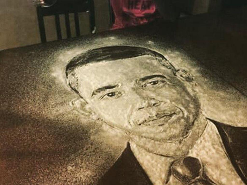 Masih dengan garam, seniman muda ini melukis wajah mantan Presiden Amerika, Barack Obama. (Foto: Istimewa)