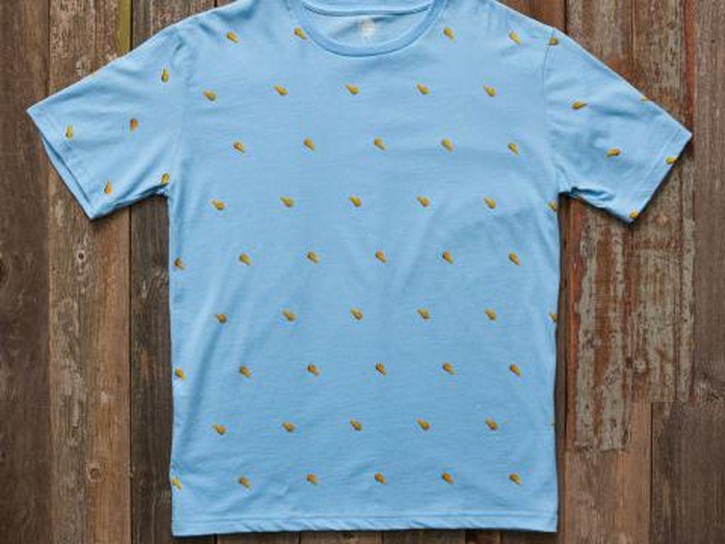 Kaos biru bergambar paha ayam juga bisa dibeli secara online. Lucu untuk dipakai sehari-hari. (Foto: Istimewa)