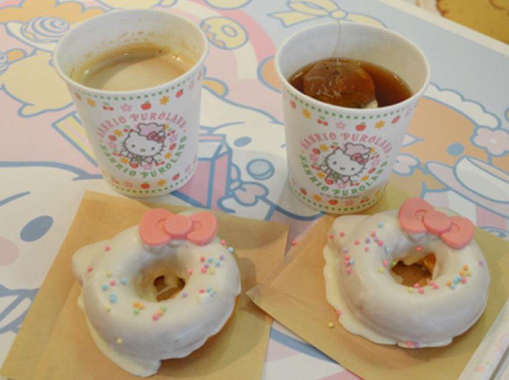 Di Sanrio Puroland, Anda bisa cicip donat dengan bentuk Hello Kitty yang menggemaskan. (Foto: Istimewa)