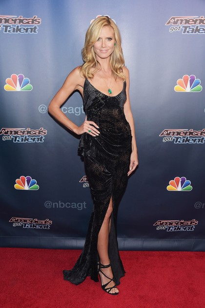Foto: Pesona Kecantikan Supermodel Heidi Klum Pakai Gaun Seksi