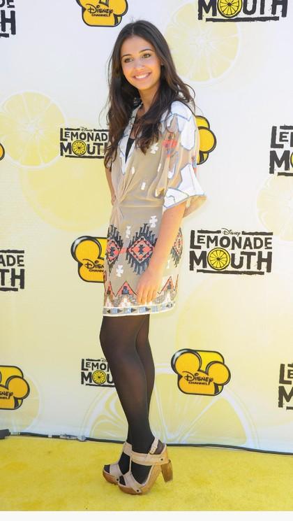 Foto: Cantiknya Naomi Scott, Pemeran Putri Jasmine Tampil Kasual