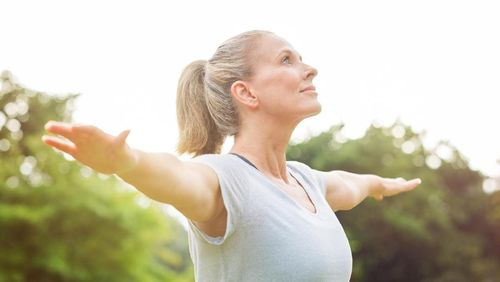 Yoga Terbukti Cegah Penurunan Fungsi Otak pada Lansia