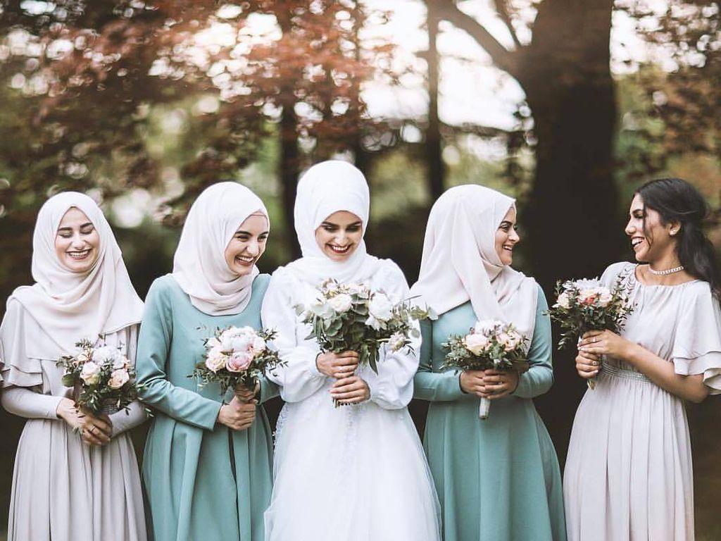 Foto: 15 Inspirasi Seragam Bridesmaid yang Bisa Kamu Coba