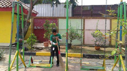 Cerita Para Petugas Panti Sosial Merawat Anak-anak Tunagrahita