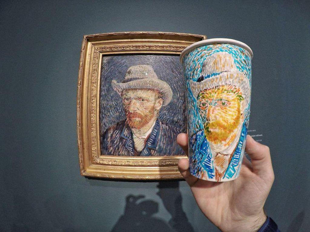 Bukan hanya bangunan, Armagan juga kerap menggambar sosok. Salah satunya potret Van Gogh dari lukisan ini. (Foto: Berk Armagan)