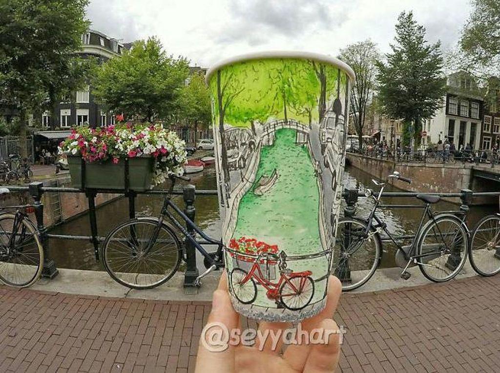 Terkadang Armagan juga merencanakan ingin menggambar apa sebelum sampai tempat tujuan. Lihat gambar sepeda yang diparkir di Belanda ini. Keren, ya! (Foto: Berk Armagan)